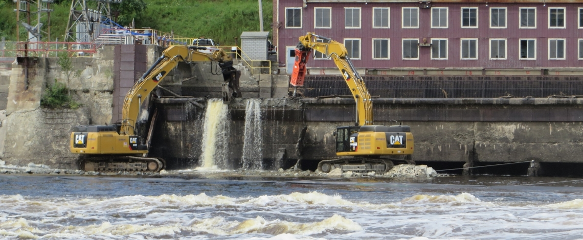 photo of dam removal work