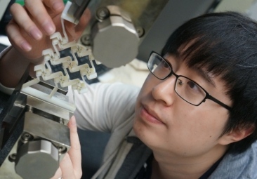 Yunyao Jiang, a doctoral candidate in mechanical engineering at UNH, using a 3D-printed prototype to prove concept of sequential cell-opening mechanism.  Yunyao Jiang, a doctoral candidate in mechanical engineering at UNH, using a 3D-printed prototype to prove the concept of a sequential cell-opening mechanism.